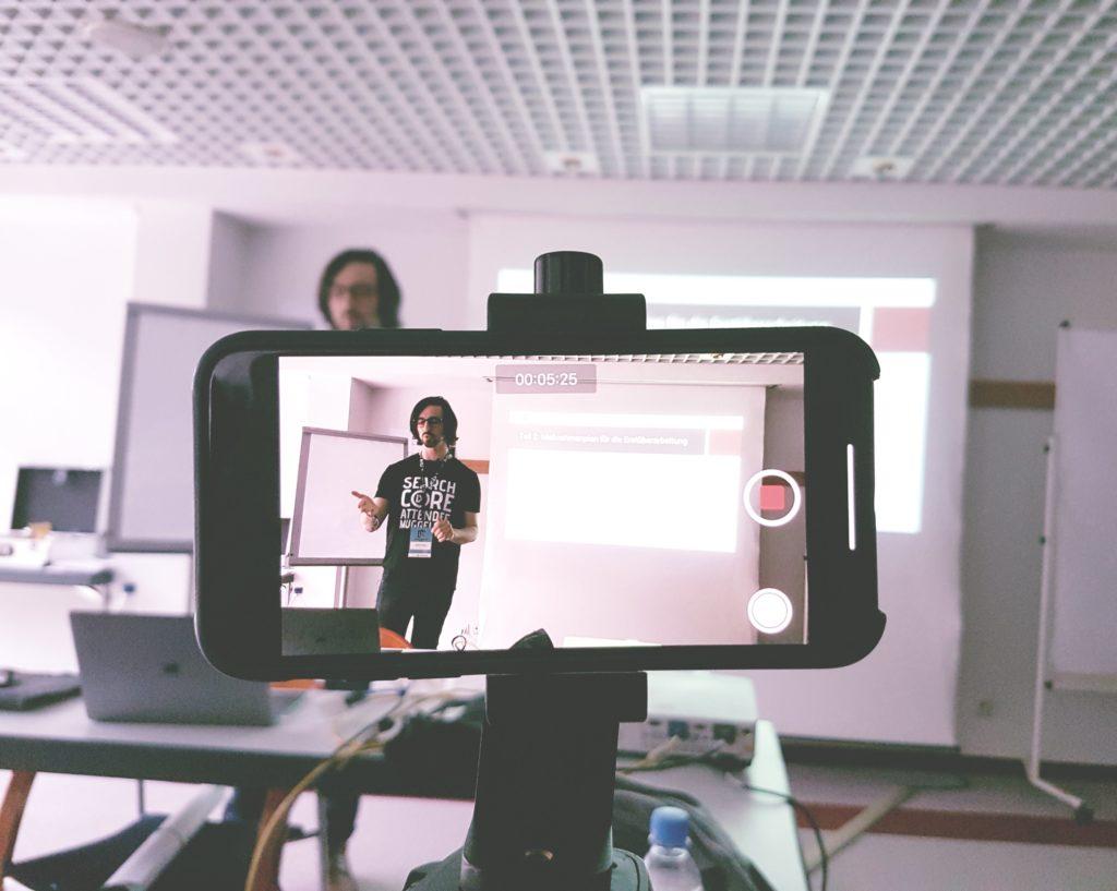 SEO Campixx 2019 Smartphone filmt Vortrag